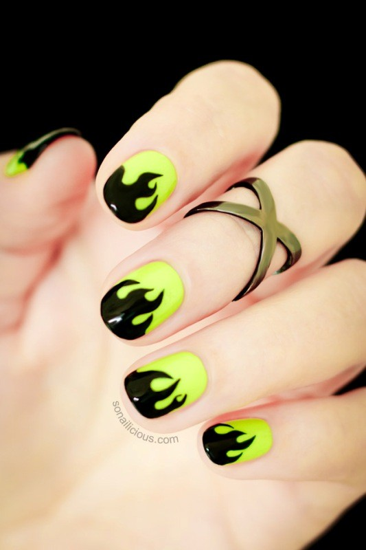 halloween-nail-ideas-14 89+ Seriously Spooky Halloween Nail Art Ideas