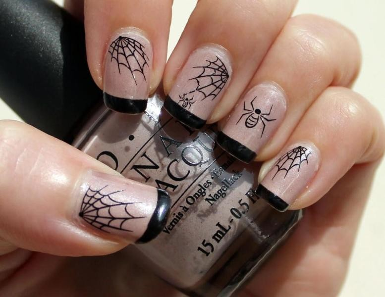 halloween-nail-ideas-193 89+ Seriously Spooky Halloween Nail Art Ideas