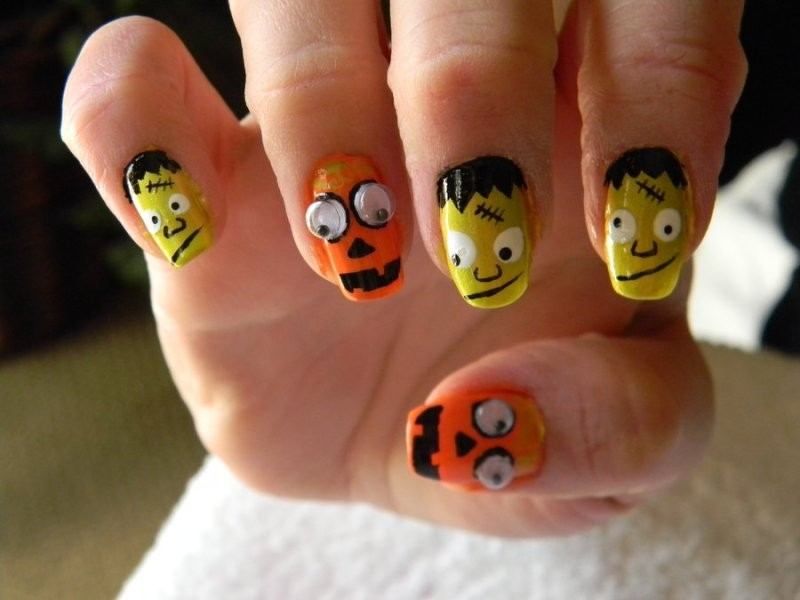 halloween-nail-ideas-223 89+ Seriously Spooky Halloween Nail Art Ideas
