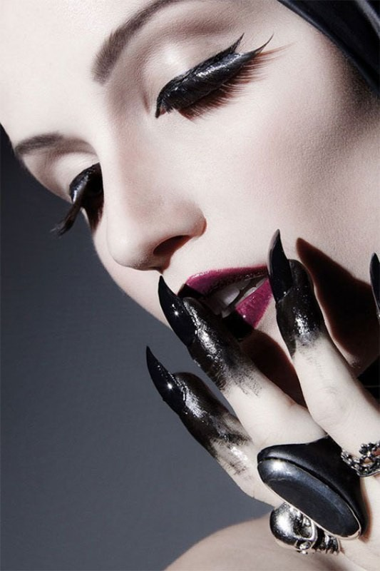 halloween-nail-ideas-8 89+ Seriously Spooky Halloween Nail Art Ideas
