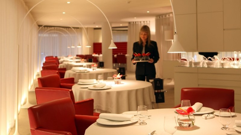restaurant-employees-1 Top 10 Steps You Need to Take Before Starting a Restaurant Business