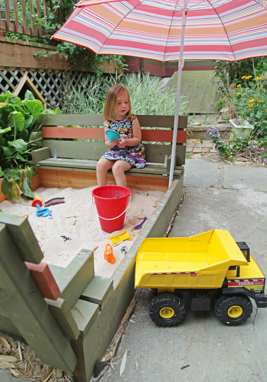 sanbox-garden-benches2 15 killer Garden Bench Decoration Ideas