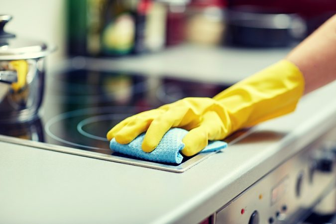 small-apartment-cleaning-oven-675x450 5 Best Ways to Make Your Small Space Cleaner