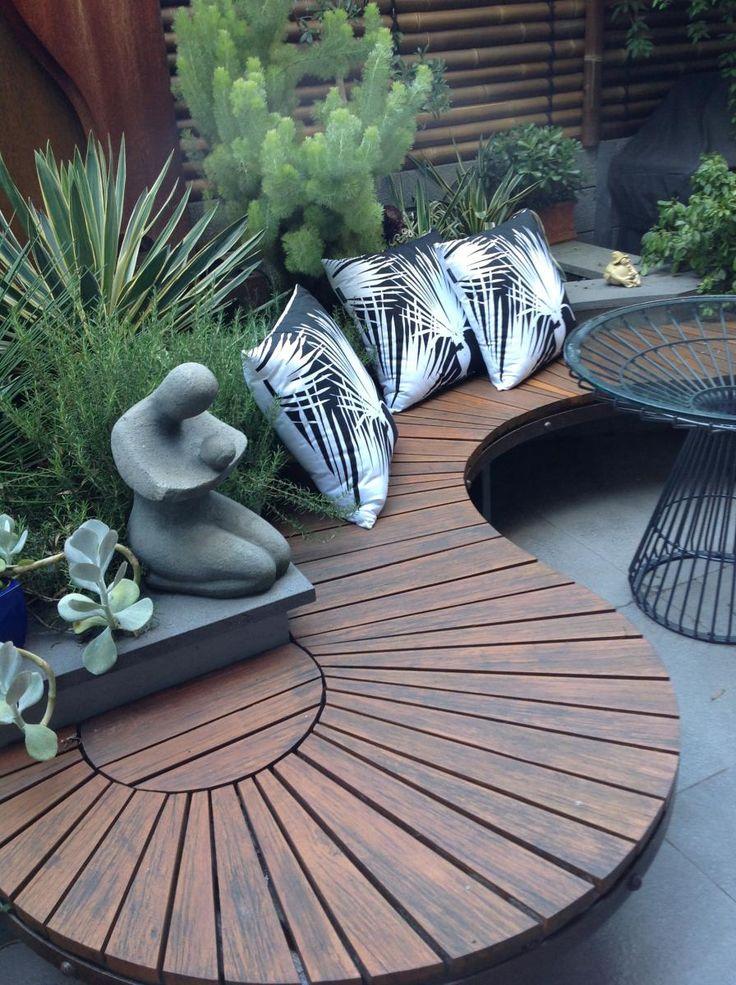 wall-bench-garden-benches3 15 killer Garden Bench Decoration Ideas