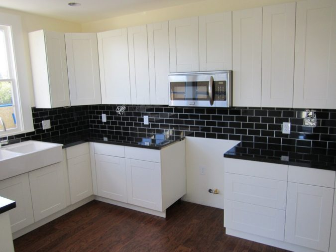 white-kitchen-with-dark-surfaces-3-675x506 Top 10 Best White Bright Kitchen Design Ideas