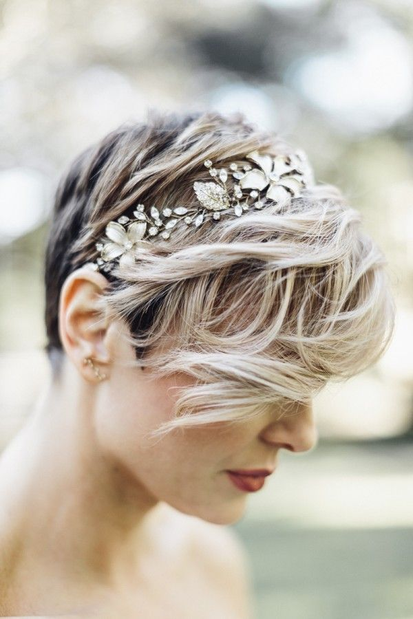 wild-wedding-hairstyle1 12 Wedding Day Killer Hairstyles for Curly Hair