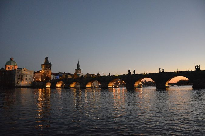 Charles-Bridge-in-the-evening-Brague-675x447 Top 10 Things to Do in Prague Evenings