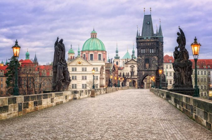 charles-bridge-Brague-675x447 Top 10 Things to Do in Prague Evenings