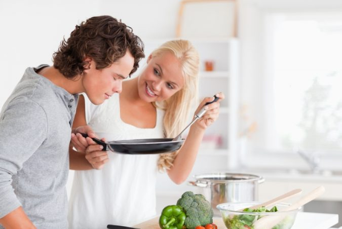 couple-making-dinner-675x452 5 Must-have Moments Every Couple Should Experience