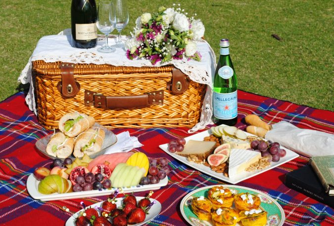 couple-picnic-food-675x457 5 Must-have Moments Every Couple Should Experience