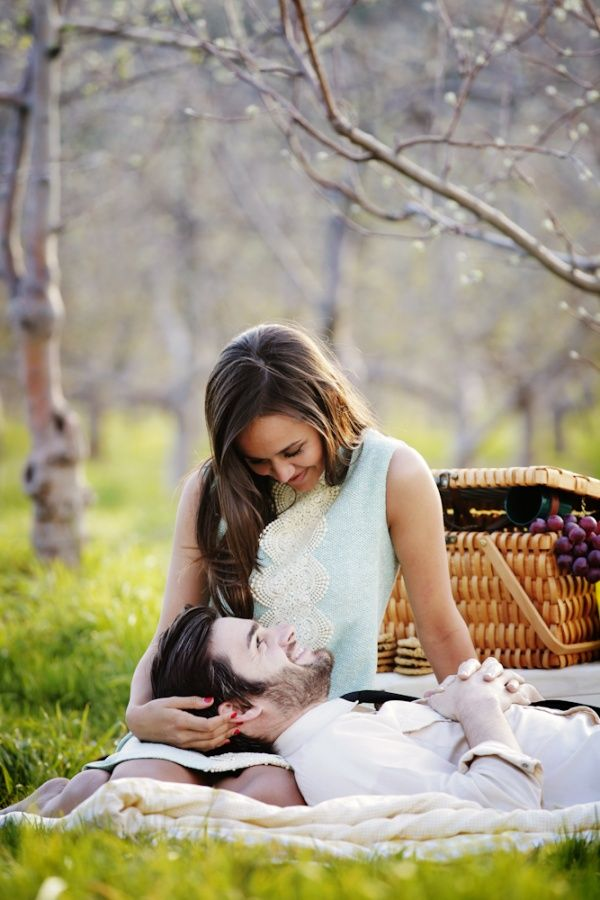 couple-picnic 5 Must-have Moments Every Couple Should Experience