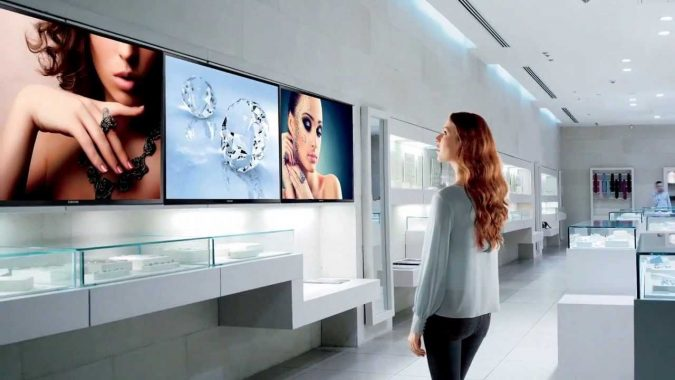 digital-signage-4-675x380 7 Reasons Digital Signage Gets Your Business More Customers