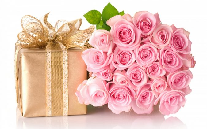 gift-and-roses-boquet-675x422 15 Best Things to Consider Before Presenting a Gift