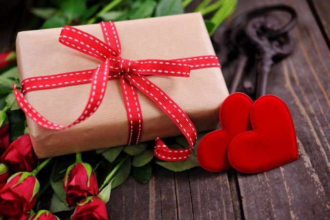 gift-wrapping-675x450 15 Best Things to Consider Before Presenting a Gift