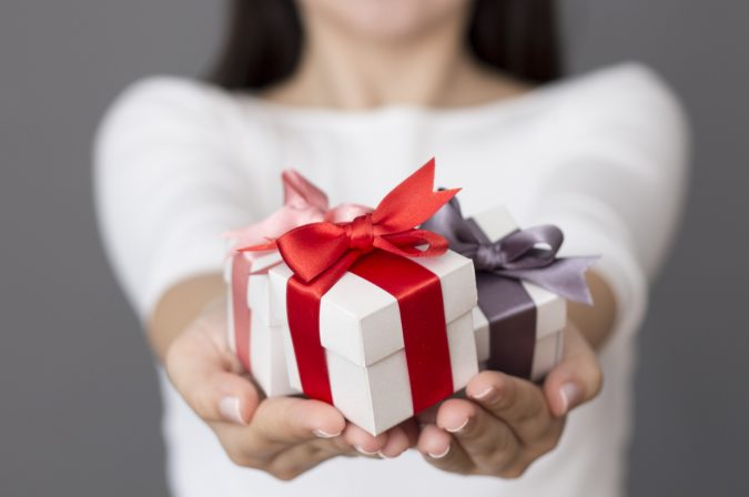 gifts-675x448 15 Best Things to Consider Before Presenting a Gift