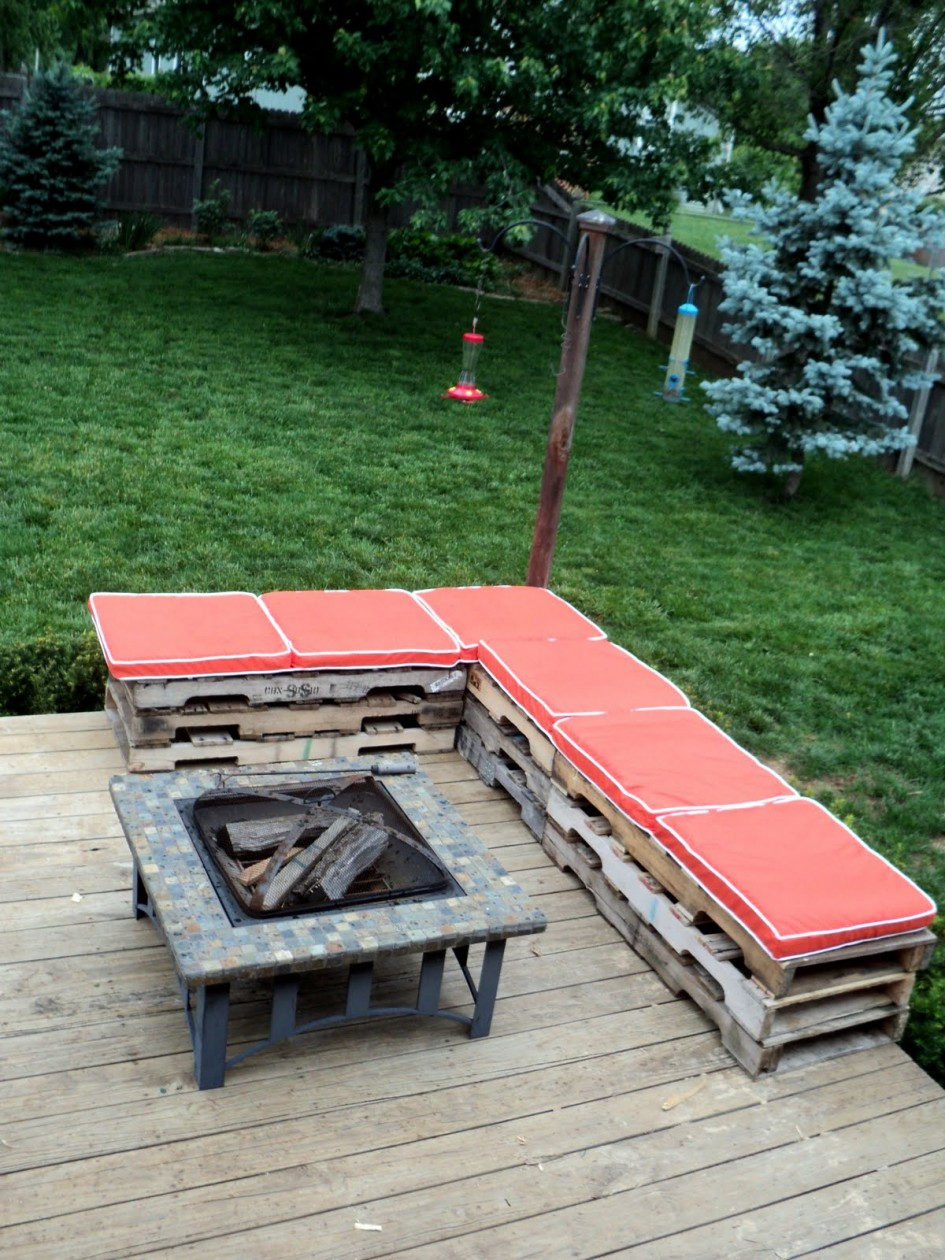soda-drink-Crates-garden-benches2 15 killer Garden Bench Decoration Ideas