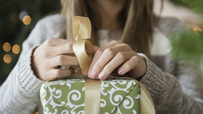 wraping-a-gift-675x381 15 Best Things to Consider Before Presenting a Gift