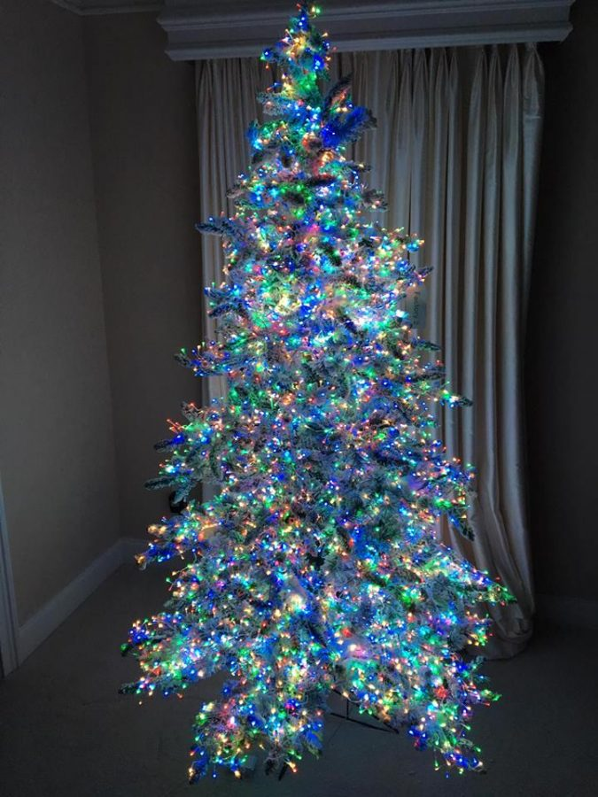 Christmas-Tree-With-Multicolor-Lights-675x900 Top 10 Christmas Decoration Ideas & Trends 2018