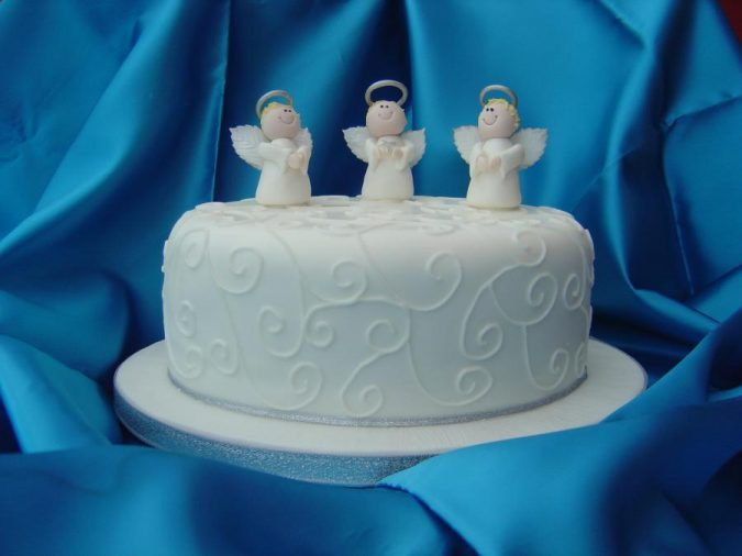 Christmas-cake-with-angels-decoration-675x506 Top 10 Mouth-watering Christmas Cake Decorations 2020
