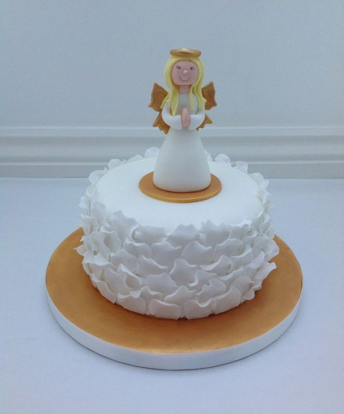 Christmas-cake-with-angels-decoration-fondant-toppers-675x814 Top 10 Mouth-watering Christmas Cake Decorations 2018