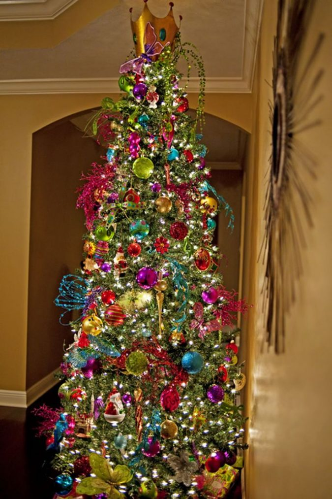 Christmas-tree-with-multicolored-lights-675x1013 Top 10 Christmas Decoration Ideas & Trends 2021/2022