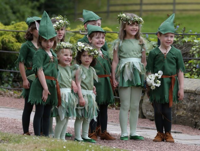 Christmas-wedding-Page-boys-and-flower-girls-675x509 8 Festive Tips for a Christmas-Themed Wedding