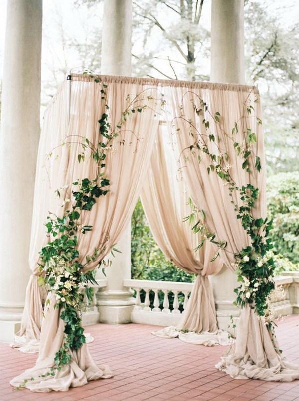 Christmas-wedding-arch-ideas-decoration-ivy 8 Festive Tips for a Christmas-Themed Wedding