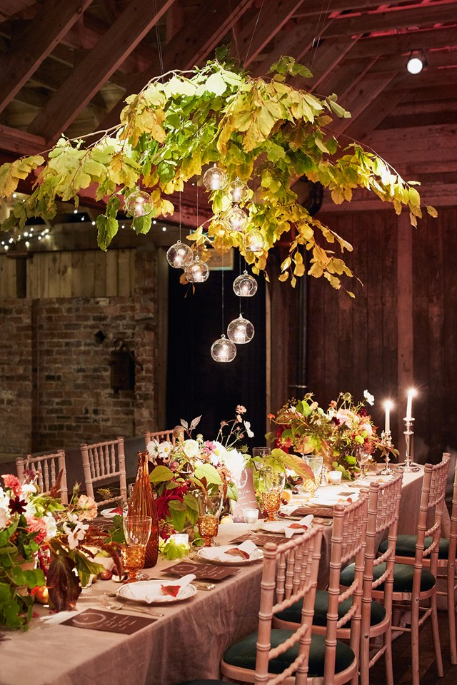 Christmas-wedding-decoration-mistletoe 8 Festive Tips for a Christmas-Themed Wedding