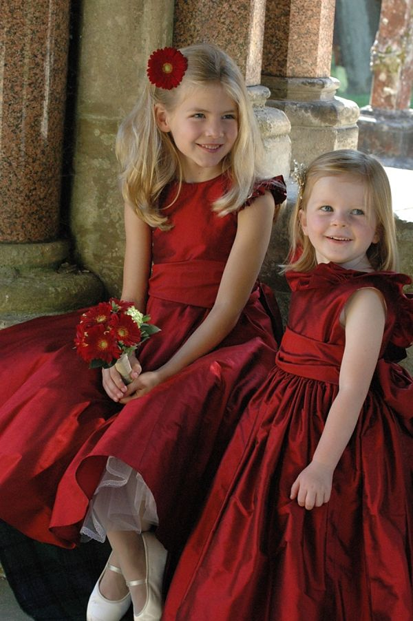 Christmas-wedding-winter-flower-girls 8 Festive Tips for a Christmas-Themed Wedding