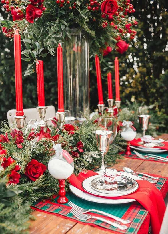 Christmas-winter-wedding-centerpieces-flower-decor 8 Festive Tips for a Christmas-Themed Wedding