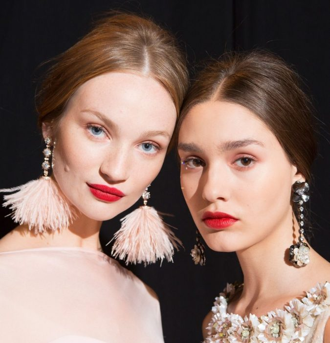 Classic-Red-Lips-with-Barely-there-Eye-Makeup-spring-summer-2018-hair-makeup-trends-mischka-675x702 11 Exclusive Makeup Ideas for a Gorgeous Look in 2020