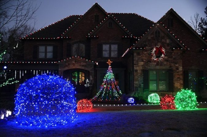 top 10 outdoor christmas light ideas for 2018. Black Bedroom Furniture Sets. Home Design Ideas