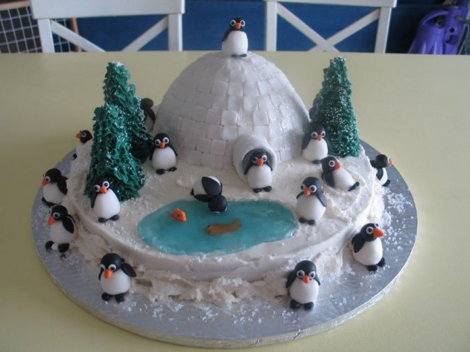 Igloo-design-for-Christmas-cake-2-675x506 Top 10 Mouth-watering Christmas Cake Decorations 2018