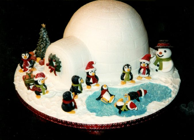 Igloo-design-for-Christmas-cake-675x490 Top 10 Mouth-watering Christmas Cake Decorations 2018