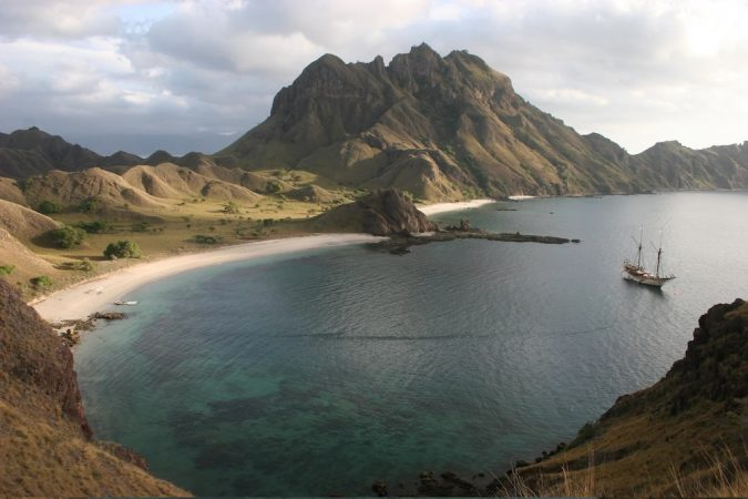 Komodo-island-Asian-travel-destinations-675x450 The 12 Most Relaxing and Meditative Holiday Destinations in Asia