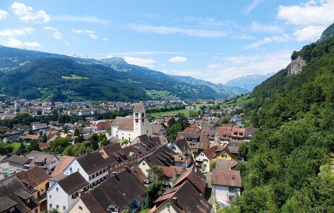 Liechtenstein-Overlooking_Vaduz-675x432 Top 5 Debt-Free Countries in The World!