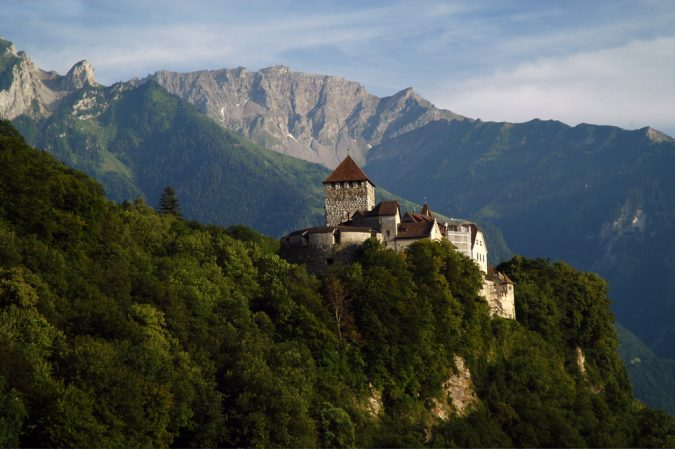 Liechtenstein-Vaduz-Castle-overlooking-the-capital-is-home-to-the-Prince-of-Liechtenstein-675x449 Top 5 Debt-Free Countries in The World!