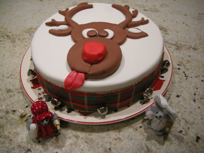 Rudolph-Christmas-cake-2-675x506 Top 10 Mouth-watering Christmas Cake Decorations 2018
