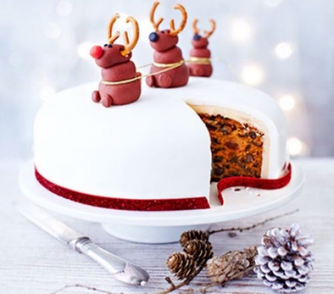 rudolph christmas cake 675x594 top 10 mouth watering christmas cake decorations 2018