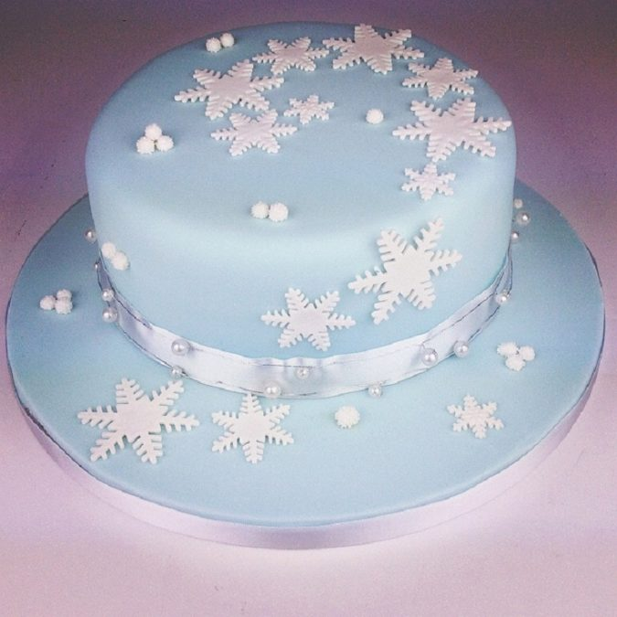 Snowflake-Christmas-cake-675x675 Top 10 Mouth-watering Christmas Cake Decorations 2018