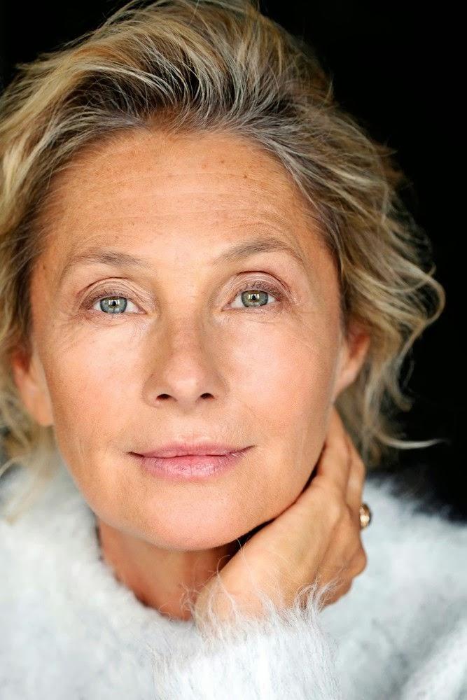 aged-women-makeup Top 10 Makeup Tricks to Look Younger