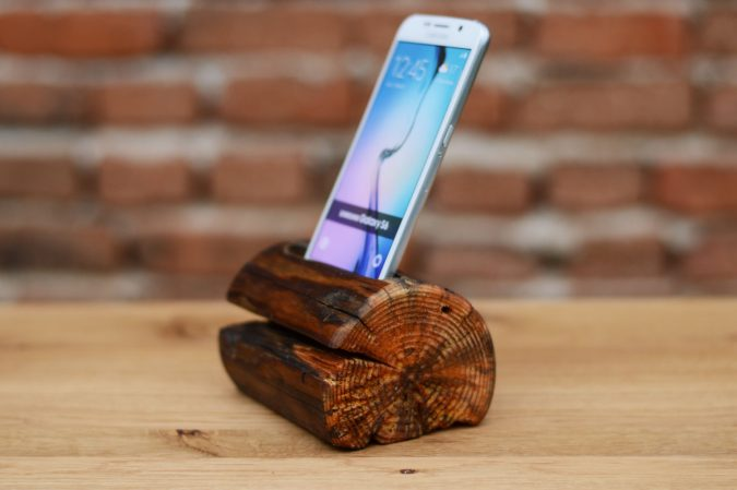android-phone-2-675x449 Top 10 Fabulous Christmas Gifts for Teens in 2018
