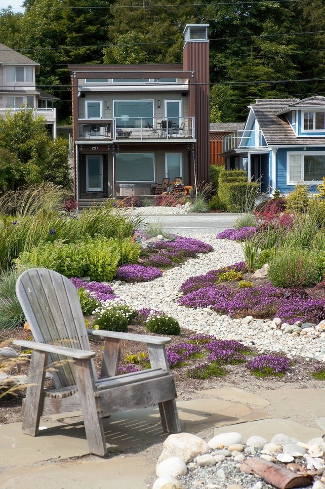 beach-style-home-garden 5 Most Inspiring Landscaping Ideas for 2018