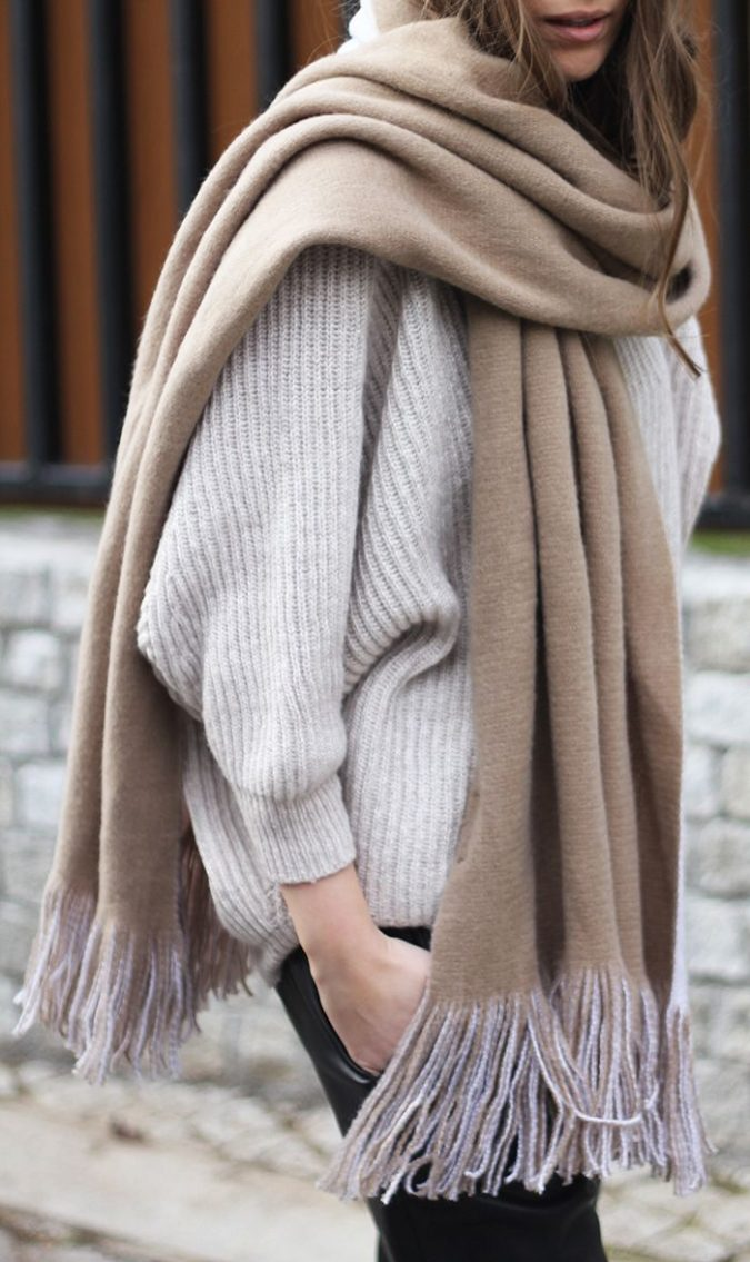 biege-Heavy-woolen-scarf-675x1135 +25 Catchiest Scarf Trends for Women in 2020