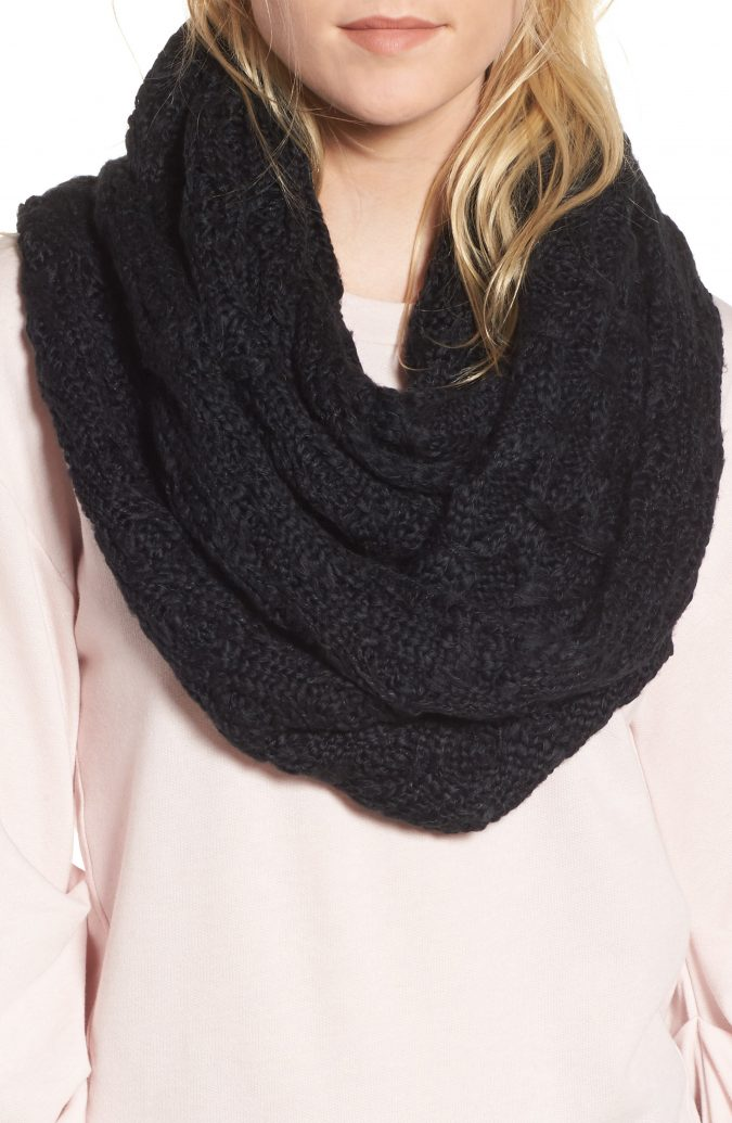 black-heavy-woolen-scarf-675x1035 +25 Catchiest Scarf Trends for Women in 2020