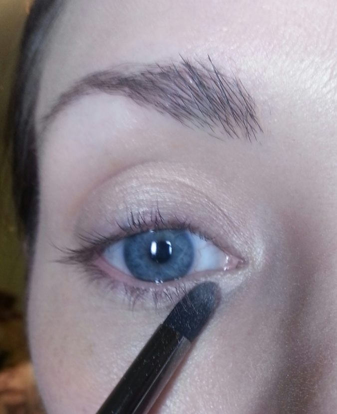 blue-eye-makeup-675x828 Top 10 Makeup Tricks to Look Younger
