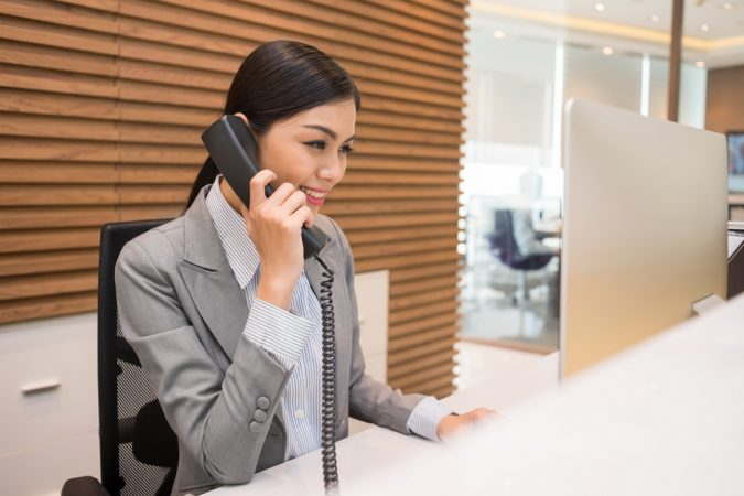calling-hotel-desk-clerk-675x450 Top 10 Exclusive Tips to Find Cheapest Hotel Deals