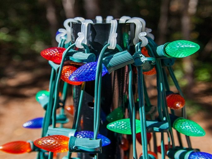 christmas-lights-diy-outdoor-light-pole-675x506 Top 10 Outdoor Christmas Light Ideas for 2020