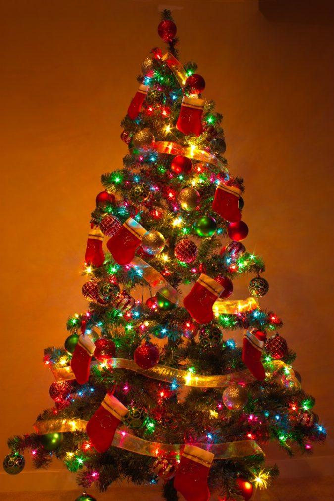 christmas-tree-with-multicolor-lights-2-675x1013 Top 10 Christmas Decoration Ideas & Trends 2019/2020