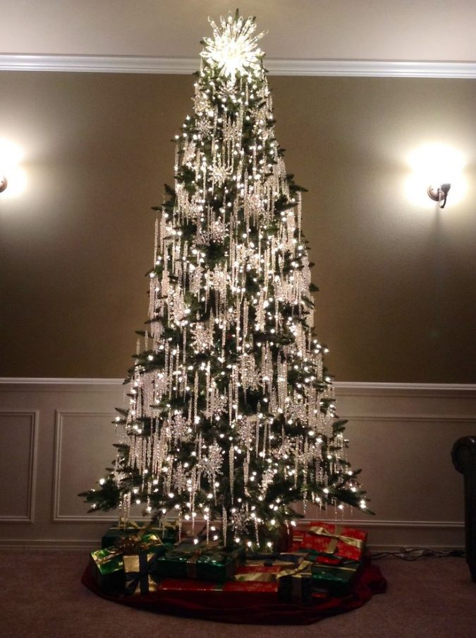 christmas-trees-with-white-silver-decoration-675x903 Top 10 Christmas Decoration Ideas & Trends 2018